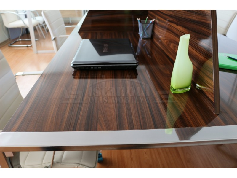 Apple For Four Person Desk Workstation