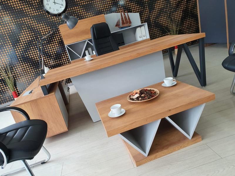 伊斯坦布尔办公室办公桌办公管理团队